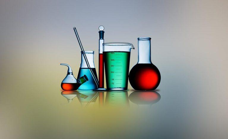 Wyposażenie w nowoczesnym laboratorium